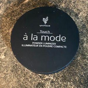 Younique TOUCH À LA MODE powder highlighter